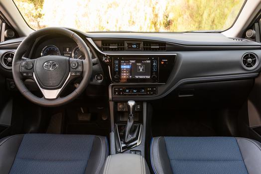 2018_Toyota_Corolla_SE_012_F2695C356B0CCA10FD35BE11F263E734C44467CF_low